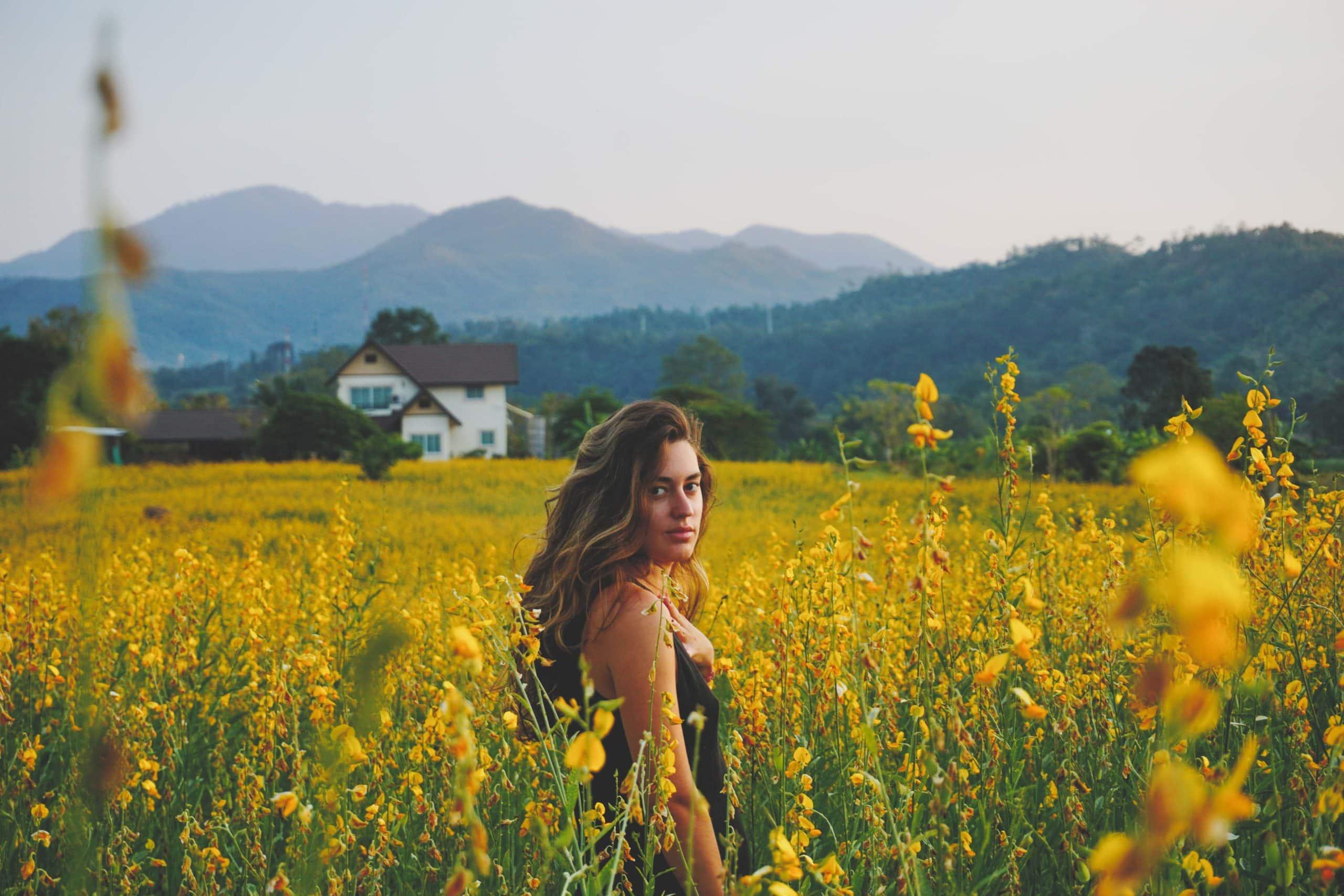 photo portrait jeune femme nature