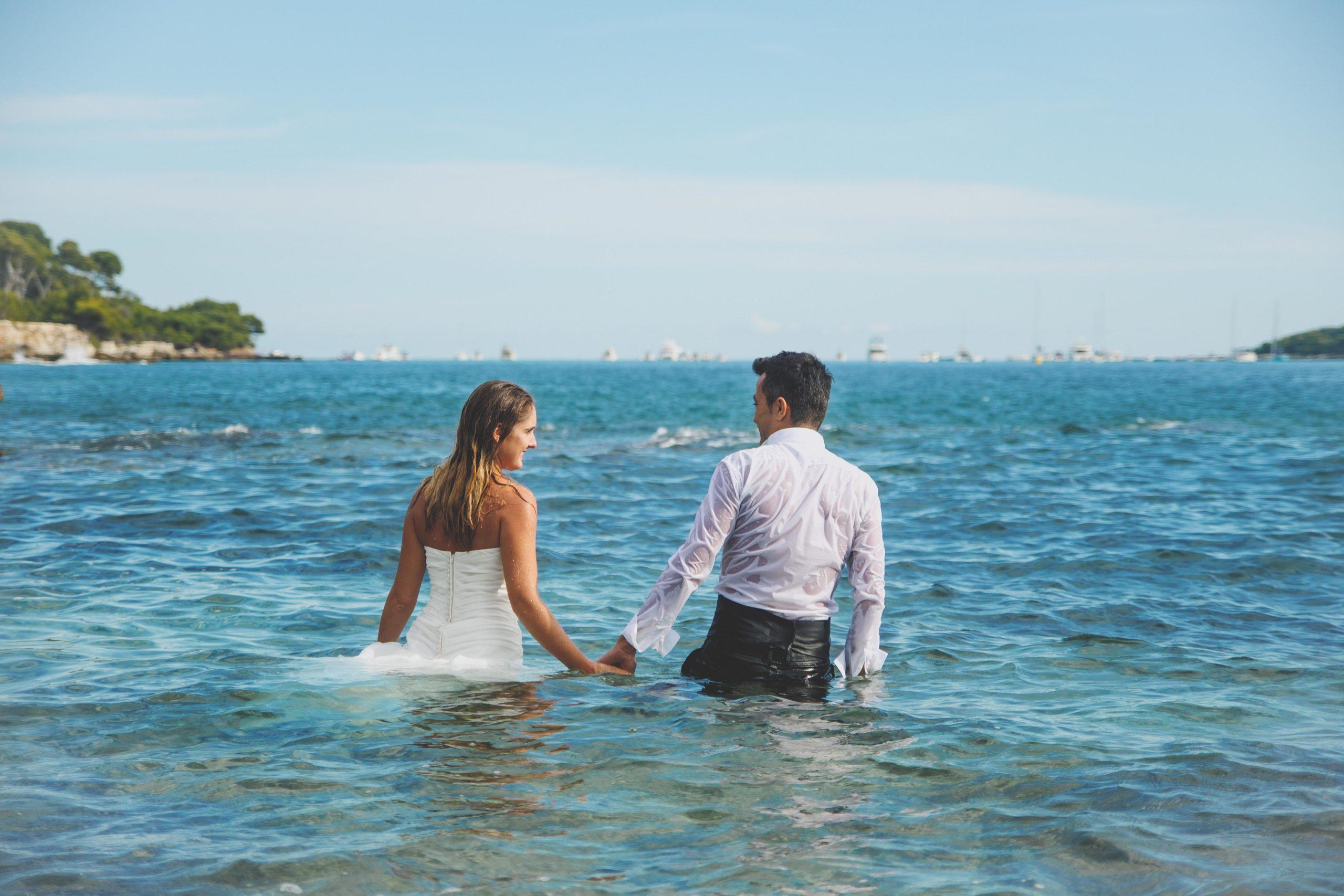 mariés mer eau