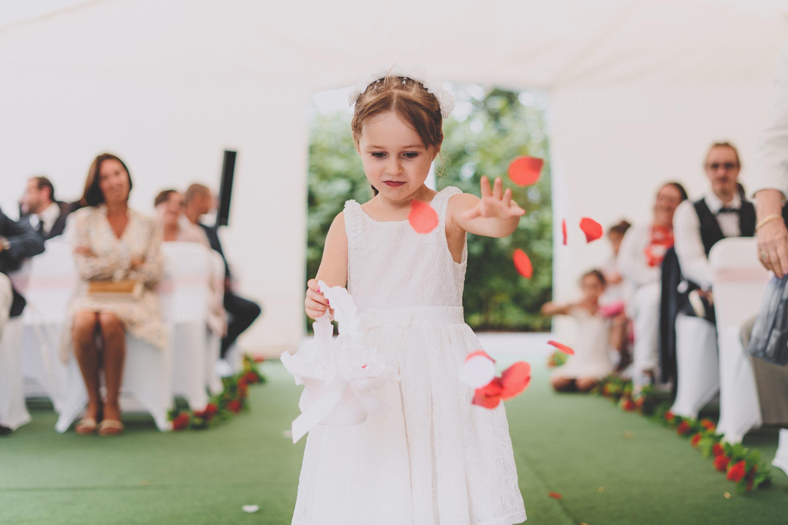 mariage enfant pétales