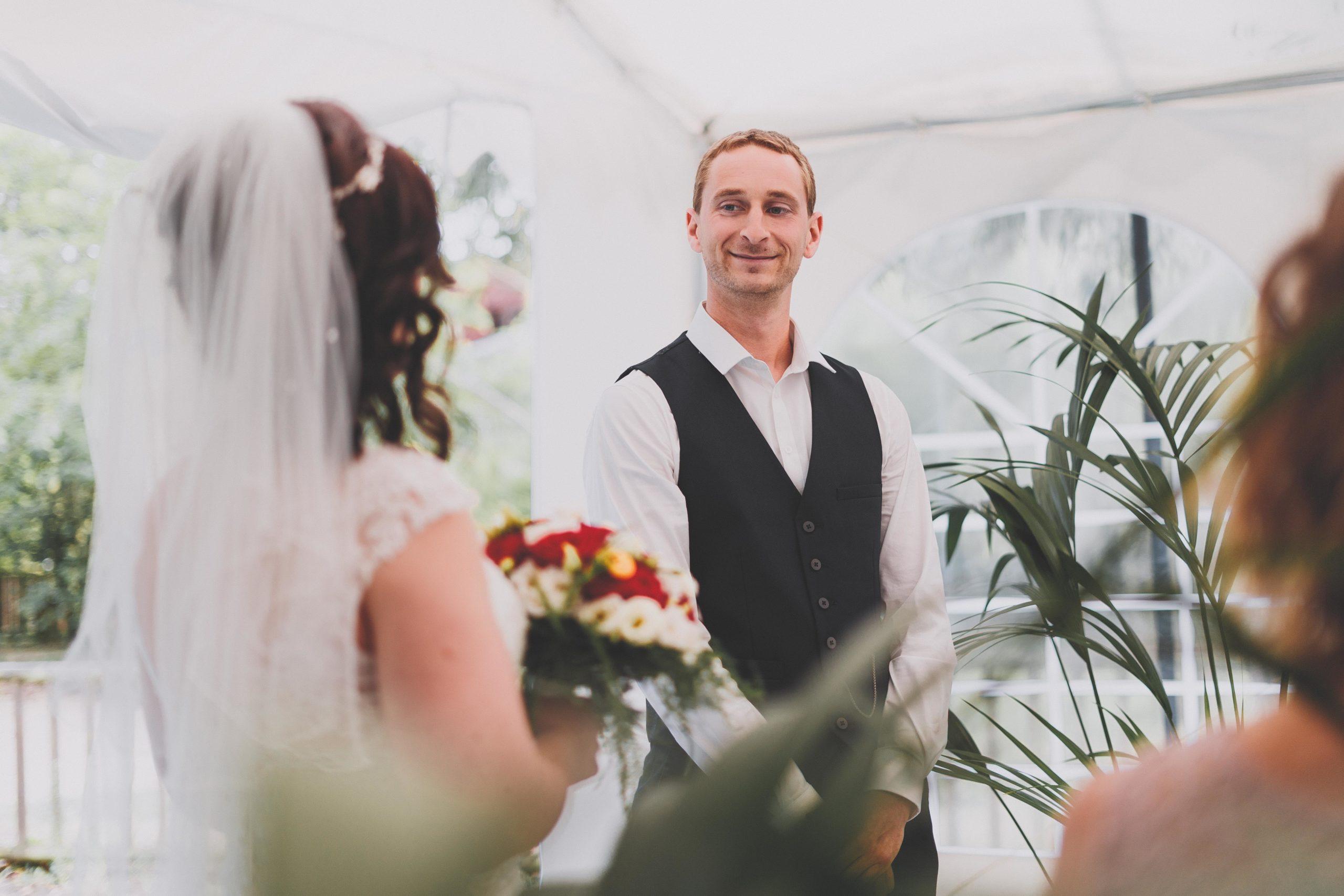 mariés cérémonie costume robe