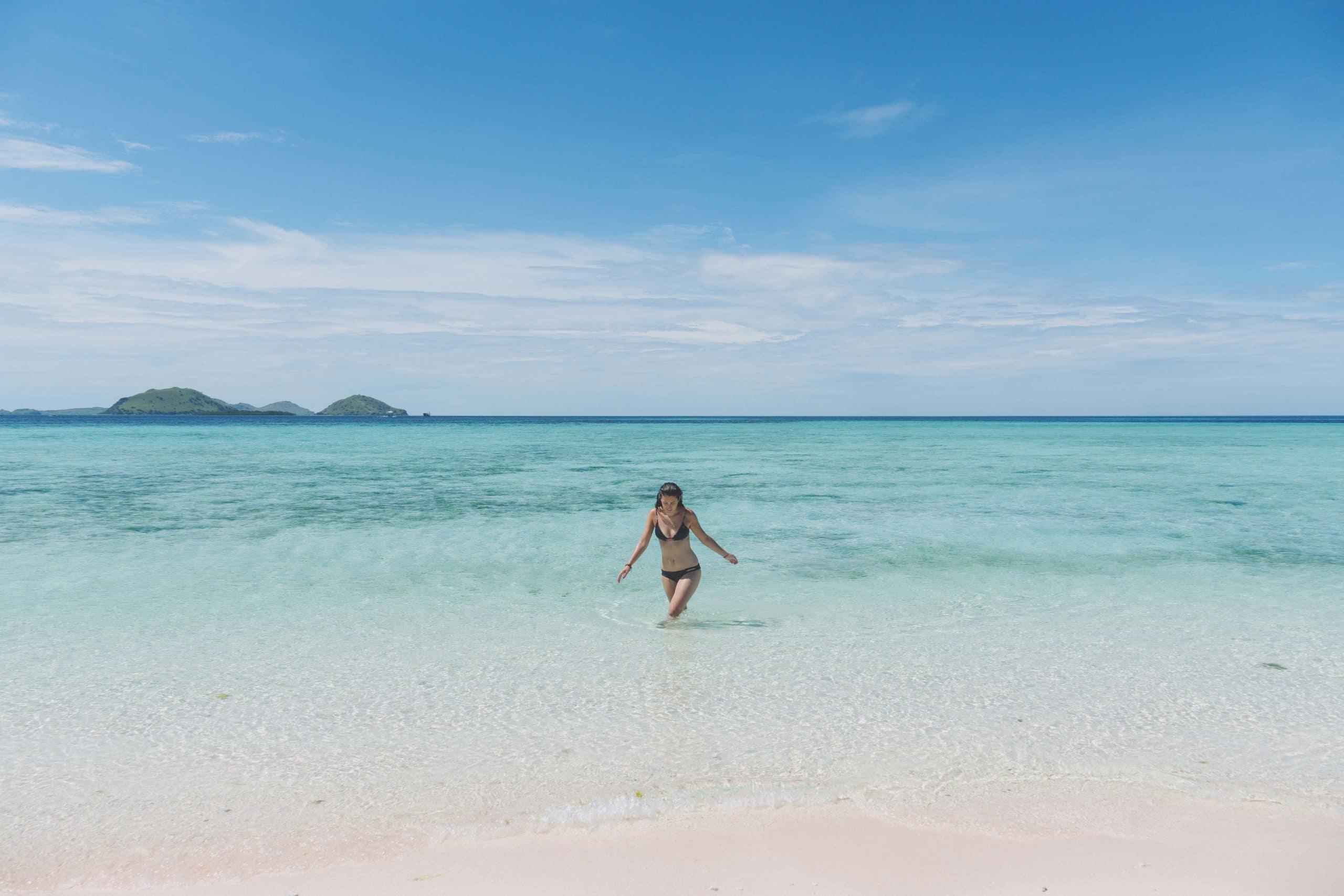 komodo sand beach