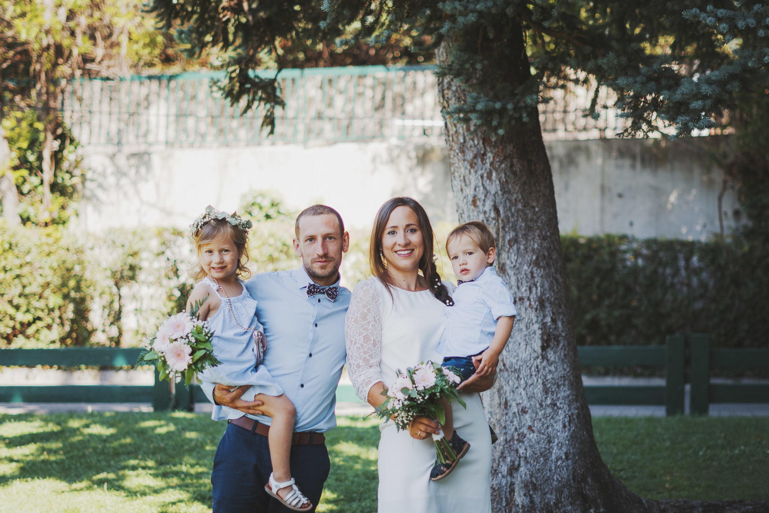 famille enfant mariage mariés